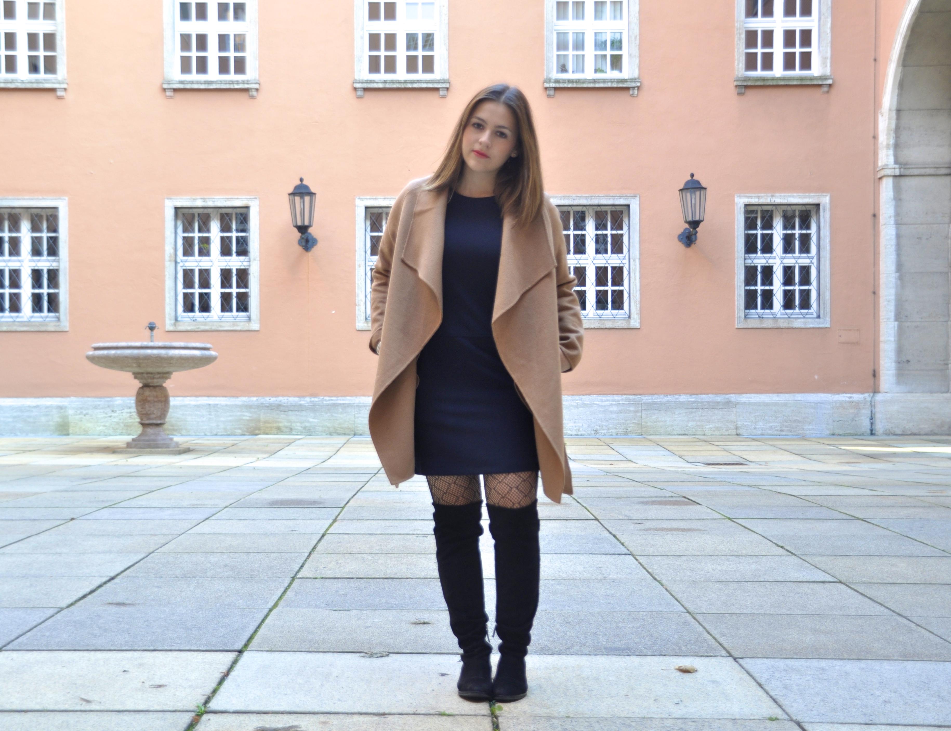 Mit einfachen Tricks das Winteroutfit teuer mogeln, Overknee Stiefel in schwarz zum Mantel in Camel