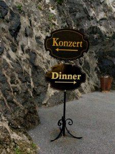 Schwere Entscheidung zwischen Konzert und Dinner? Muss nicht sein... auf der Festungsburg gibts beides!