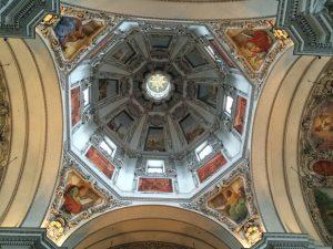 Schöne Aussicht im Dom von Salzburg