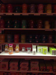 Es gibt viel zu entdecken im Kusmi Tee Store in Mailand