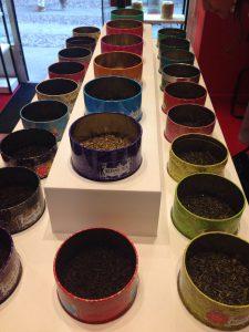Viele verschiedene Sorten im Kusmi Tee Store in Mailand