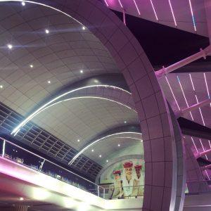 Architektonische Schönheit am Flughafen von Dubai