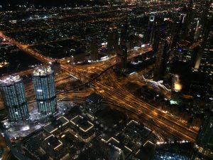 Ein Autobahndrehkreuz in Dubai