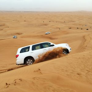 Eine Jeep-Safari Tour ist ein echtes Highlight im Dubai Urlaub