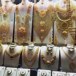 Auf dem Gold Souk glitzert es überall