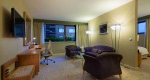 Der Wohnzimmer Bereich der Executive Suite (Quelle: Hilton Budapest City)