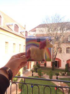 Mein Einhorn aus Schokolade in Budapest - aufgenommen von meinem Fenstersims im St. George Residence Hotel (hier geht's zum Hotel Review)