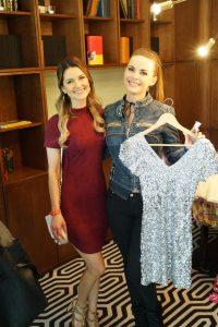 2 Shopping Girls: Viola spendete das Pailletten Kleid, Denise kaufte es sich am Promi Stand - die Erlöse gingen an den HORIZONT e.V.