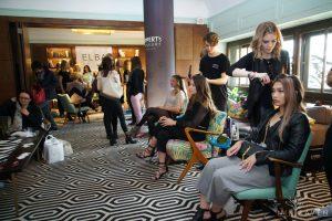 Der Trend ging auf dem Fashiondeluxxe Charity Bazar zu Beach Waves und Locken