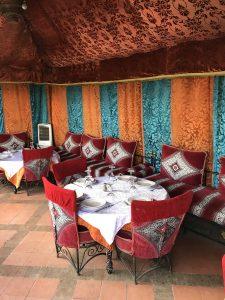 Bunt und orientalisch - die Deko im Restaurant