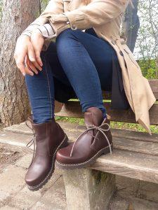 Ein Hingucker nicht nur bei Lederhosen und Dirndl, sondern auch bei Jeans: Haferlschuhe