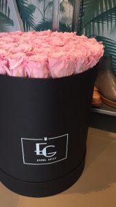Es empfingen uns neben bunten Macarons auch bunte Rosen von Emmie Gray - hübsche Deko ist ein must have während der Press Days