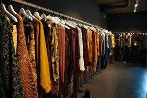 Die neuen Stücke von Rabens Saloner mit sehr vielen Herbstfarben und wilden Mustern (Quelle: Le Bureau)