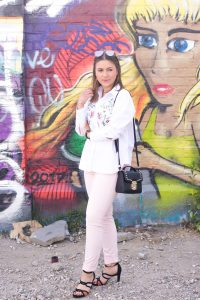 Sommerlicher Look mit NAKD Sunnies & Blouse I Trussardi Jeans Bag