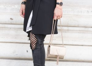 Black & White Look: Destroyed Jeans, Lace Blouse & Valentino Crossbody Bag