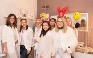 Handgefertigter, individueller Schmuck mit viel Liebe zum Detail: Der Schmuck von JANAAS als persönliches und kreatives Weihnachtsgeschenk!