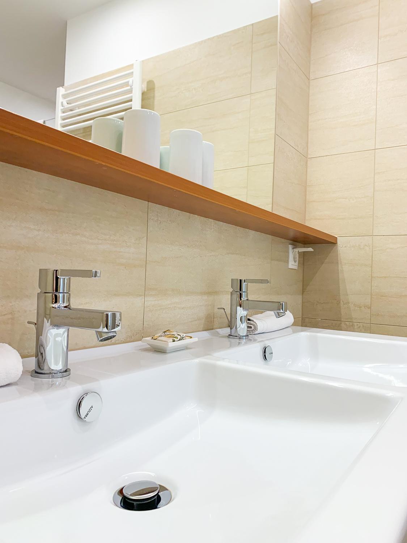 Moderne Waschbecken im Badezimmer in den Vienna Grand Apartments, einer Alternative zum Hotel in Wien