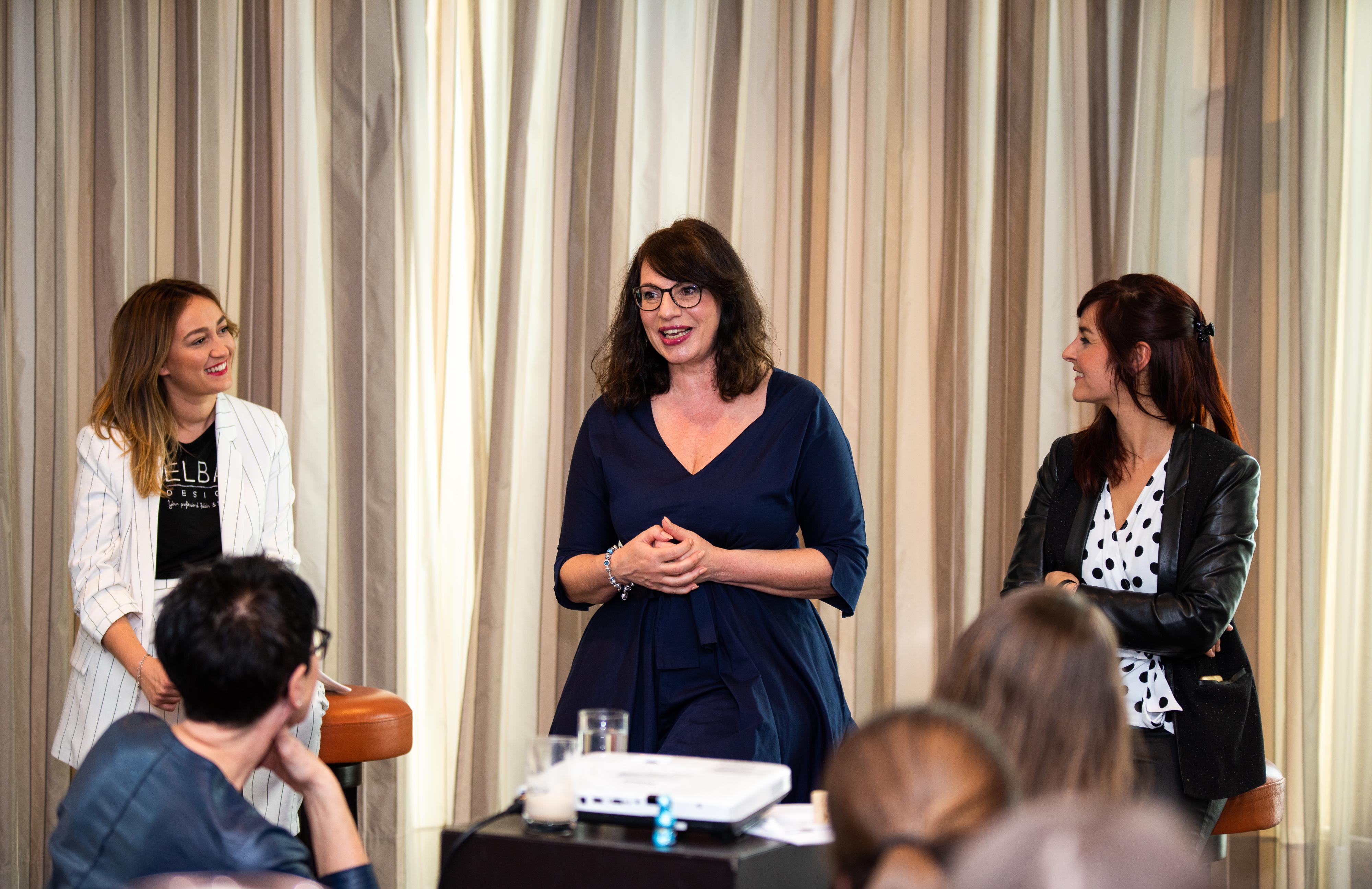 Networking Deluxe by Mediadeluxe! Die Fashiondeluxxe Style Party - Edition: Business bot den Business Women in München eine stilvolle Plattform für's Netzwerken - Moderation der Podiumsdiskussion