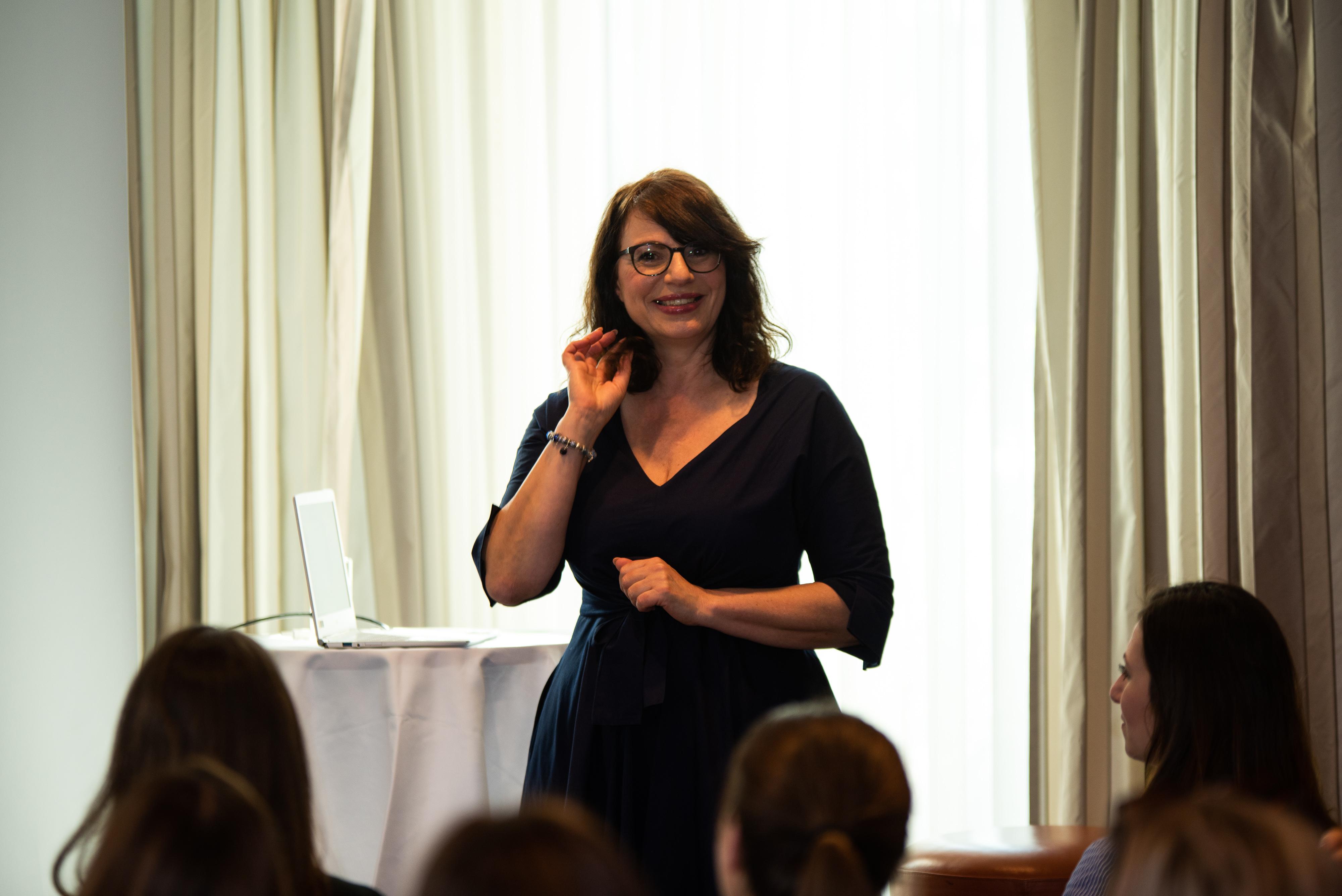 Networking Deluxe by Mediadeluxe! Die Fashiondeluxxe Style Party - Edition: Business bot den Business Women in München eine stilvolle Plattform für's Netzwerken - Vortrag